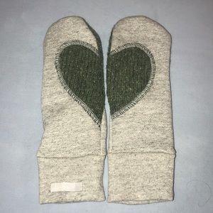 Preloved- heart mittens